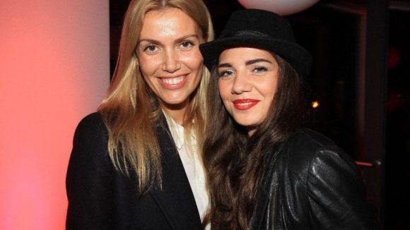 Model Jackie Hide (l.) kam mit Freundin Nora Bassti.