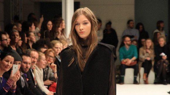 Weiter geht es mit der Fashion Show von Lala Berlin im Palazzo Italia unter den Linden.