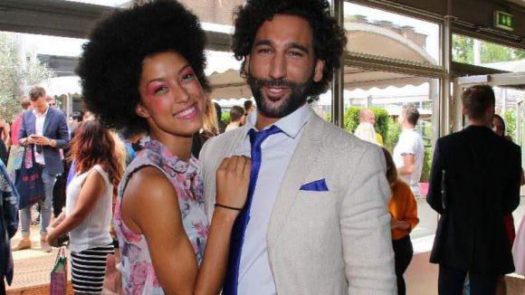 Den Afro-Style fand sie offenbar so gut, dass sie ihn auch nach der Show behielt, hier mit ihrem Freund Massimo Sinato.