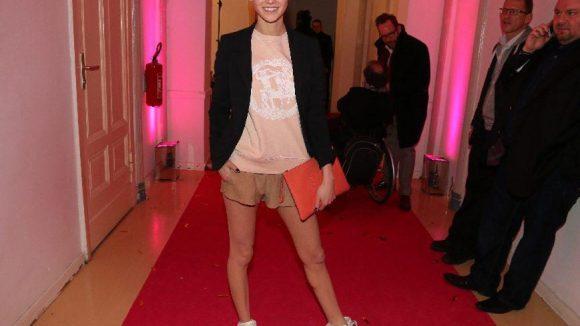 Hier wollen wir auch Bein sehen: Model und Schauspielerin Lisa Tomaschewsky.