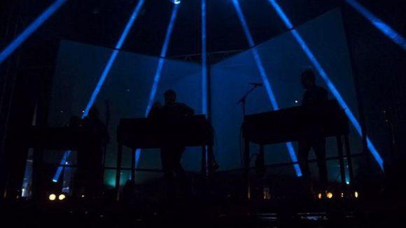 Lichtshow auf der Bühne.
