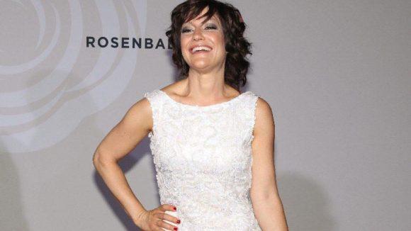 Moderatorin Miriam Pielhau von vorn ...