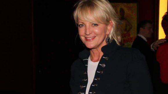 ... Moderatorin Ulla Kock am Brink ...