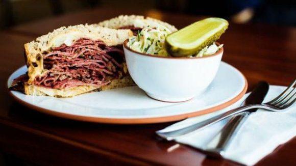 Der Reuben Pastrami Sandwich: ein Klassiker bei Mogg & Melzer.