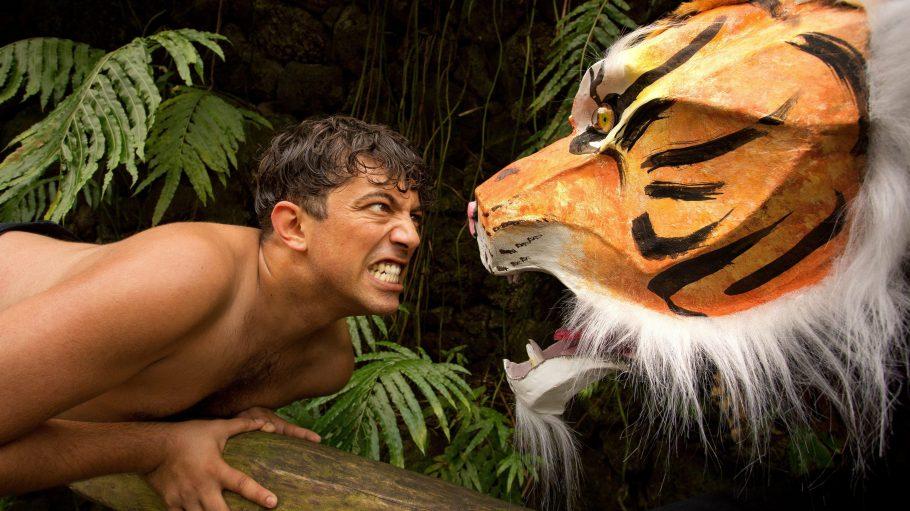 Besonders spannend wird der große Kampf zwischen Mogli, gespielt von Bikash Chatterjee und dem Tiger Schir Khan.