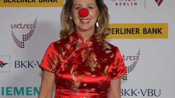 In der Öffentlichkeit zeigt sichMonica Culen, die Mitbegründerin der Red Noses ClownDoctors, oft mit roter Nase.