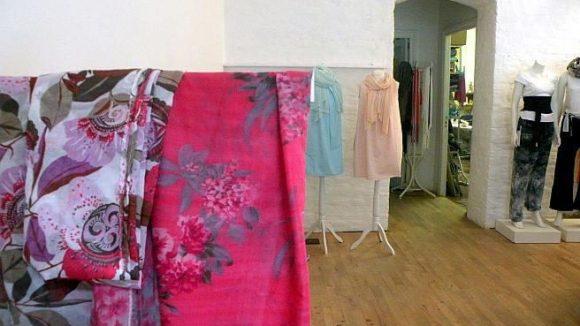 """Die Montagehalle Berlin ist Modegeschäft und -werkstatt in einem. Sie liegt im Wedding und beteiligt sich an der Manufakturen-Kooperation """"Wedding Works""""."""