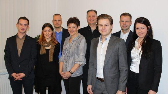 Inhaber Michael Werner (4.v.r.) und seine sieben Mitarbeiterinnen und Mitarbeiter bilden das Team von MPW Immobilien.