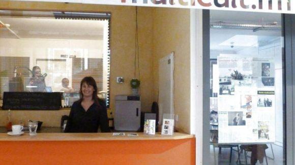 Der Blick am Tresen vorbei führt ins Studio: Paula von Lengerken erwartet hier am Samstag nicht nur die Stammhörer.