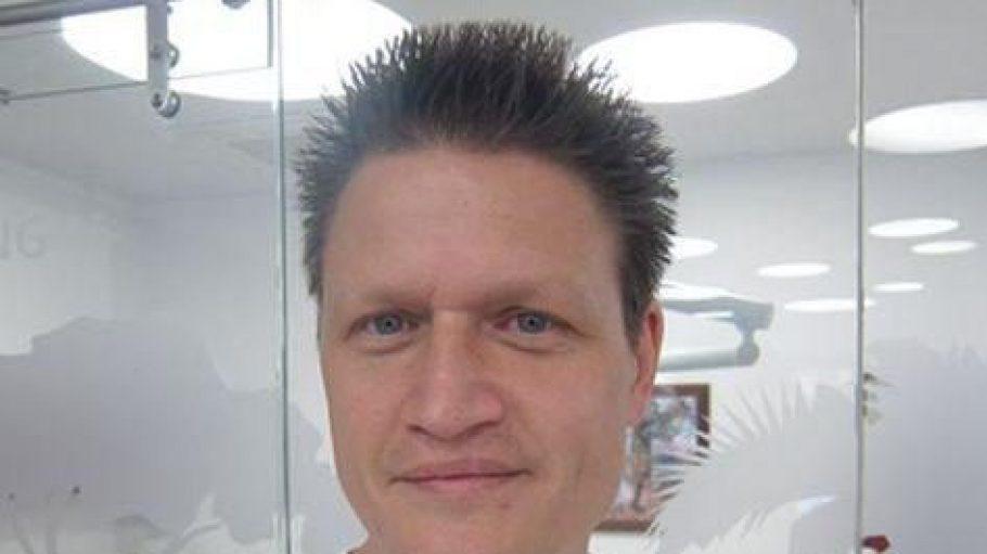 Dr. Michael K. Thomas ist einer der führenden Kieferorthopäden Berlins.