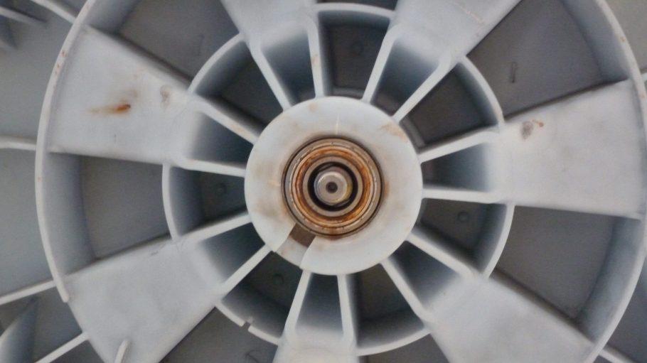 Bei Waschmaschinen ist es oft das eingeschweißte Kugellager in der Trommel, das zur Kurzlebigkeit des gesamten Gerätes führt.