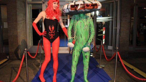 Muschelmann meets Lobster-Girl.