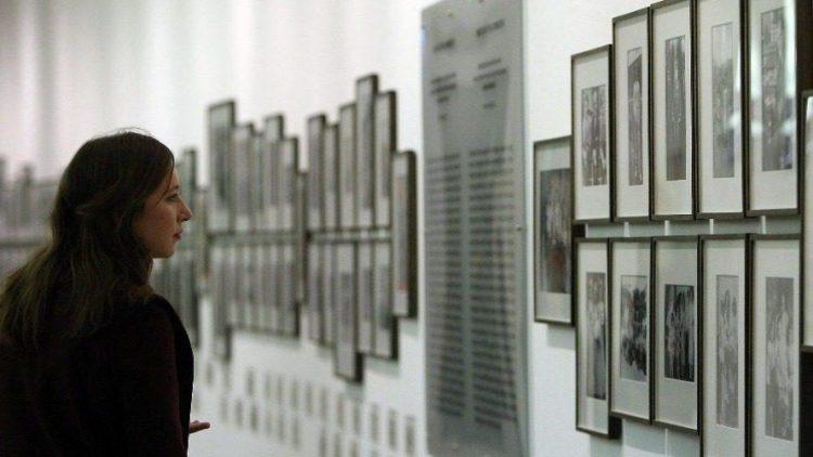 Das Berliner Kennedy-Museum ist an einem neuen Standort wiedereröffnet worden. Ab sofort können sich Besucher in der Jüdischen Mädchenschule über das Leben des amerikanischen Clans informieren.