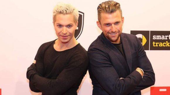 ... ebenso Schlager-Sternchen Julian David (l.) und sein Kumpel Chris Prinz ...