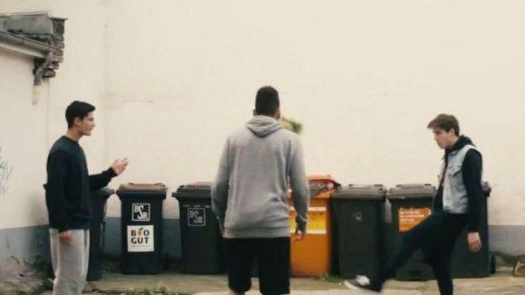 Kicken in Hinterhof: So setzt Nike die Jugend aus dem Wedding in Szene.