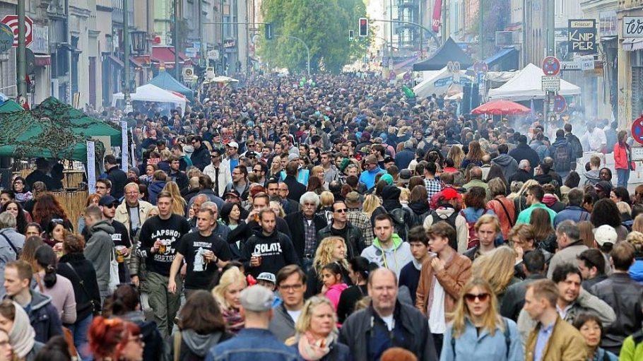 Besonders in der Oranienstraße kam man sich am 1. Mai streckenweise sehr nahe.