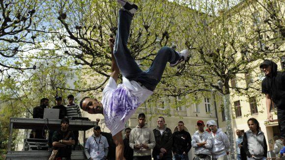 Damit das Kreuzberger Myfest friedlich bleibt, setzen Jugendvereine aus dem Kiez auf die Hilfe ihrer Jugendlichen.