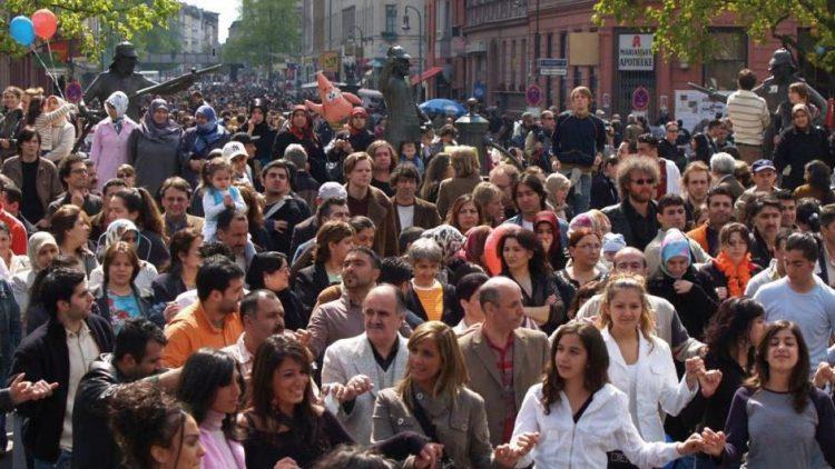 Beim MyFest in Kreuzberg ist jedes Jahr wieder ganz schön was los.