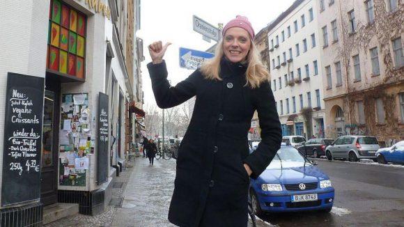 Die Schauspielerin und Sängerin Nadja Petri in ihrem Kreuzberger Kiez.