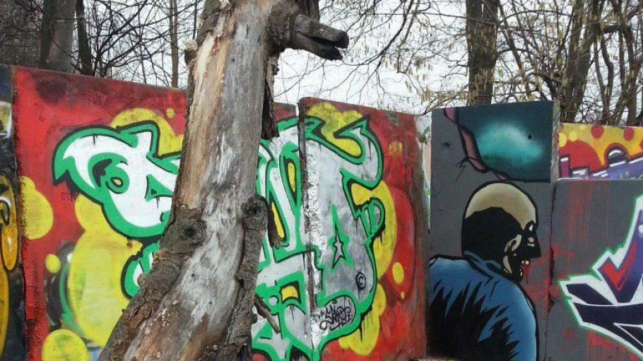 Genutzt wird die Fläche am Kanal unter anderem von Graffiti-Sprayern.