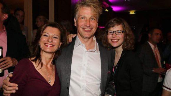 Spielt Babys Papa Jake Houseman: Martin Sommerlatte mit seiner Frau Marianne Berglöf und Tochter Anna.