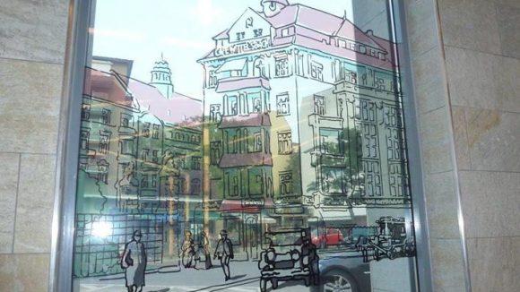 Hier wird das Vergangene wieder lebendig: Blick durch eines der Fenster im U-Bahnhof Bayerischer Platz. Mehr Bilder? Klick dich durch!