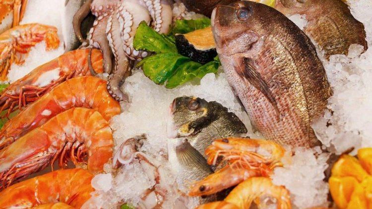 Alles, was der Fischfan begehrt, bietet die Frisch-Fisch-Theke im Funky Fisch.