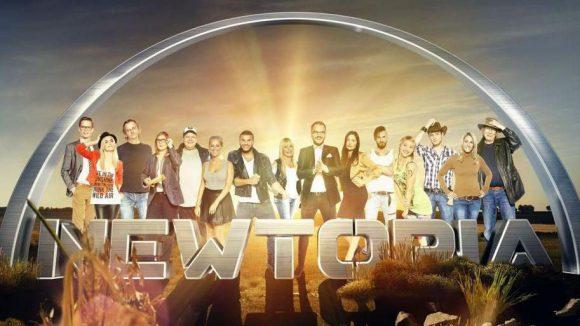 Das sind sie, die 15 Kandidaten, die im Auftrag des Fernsehens eine neue Gesellschaft gründen sollen.
