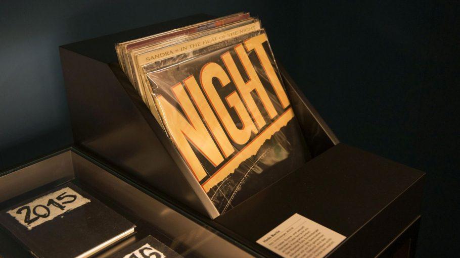 Good Night! In der Nacht sehen wir die Sterne, den großen Wagen oder auch den verrückten Hutmacher.