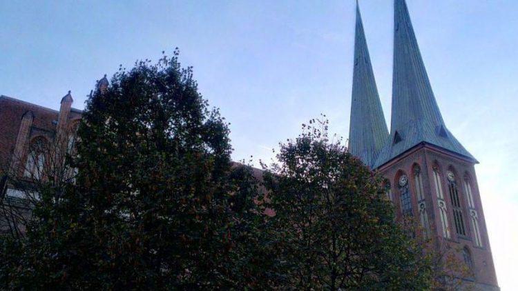 Von der ursprünglich um 1280 errichteten Nikolaikirche ist lediglich der Feldsteinunterbau des Turms erhalten.