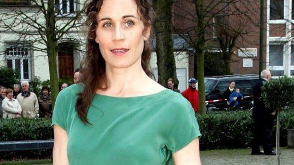 """Nina Kunzendorf spielt in der Verfilmung des """"Mädchens mit den Schwefelhölzern"""" eine böse Heimleiterin."""