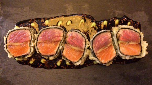 Thunfisch trifft auf Lachs mit crunchy Außenhülle: Die Thai Rolle hat uns mehr als überzeugt!