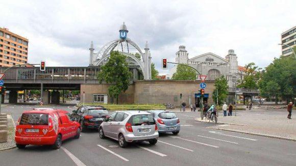 Viel Blech, wenig Grün: Der Nollendorfplatz in Schöneberg.