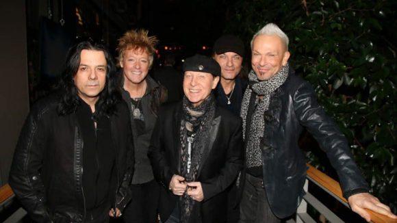 Ebenfalls bekannte Niedersachsen: Die Rockgruppe Scorpions, deren Film soeben Weltpremiere hatte.