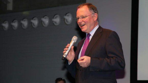 Und last but not least: Die Filmförderung Bremens und Niedersachsens veranstaltete die Nordmedia Talk & Night. Niedersachsens Ministerpräsident Stephan Weil hielt sich an die Weisheit, dass er über alles reden darf, nur nichtüber vier Minuten.