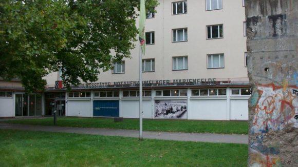 Die Erinnerungsstätte in Marienfelde von außen.