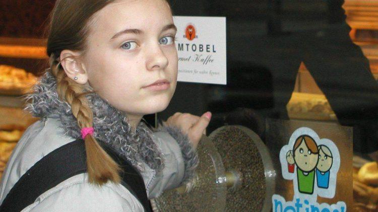 """An diesem Aufkleber können Kinder in Berlin die """"Notinseln"""" erkennen."""