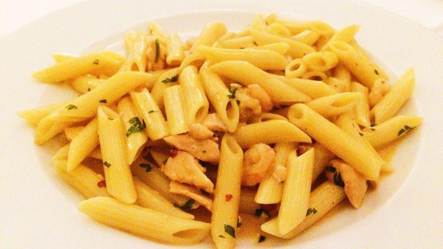 """Pasta mit Lachs und Hummersauce vom täglich wechselnden Mittagsmenü beim Italiener """"Culaccino Berlin""""."""
