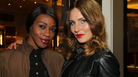 Ganz schön cool: Model Oumy Sakho und Kollegin Anna Verkhorubowa.