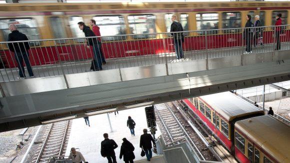 Oben neu, unten neu. Am Bahnhof Ostkreuz, gern mal als Rostkreuz verspottet, wird seit 2006/2007 gebaut.