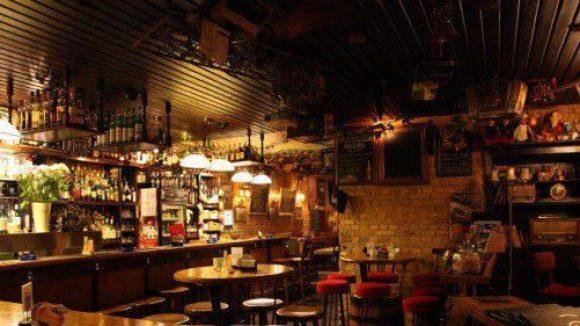 Gemütliche Pub-Atmosphäre herrscht im Offside in jeder Ecke.