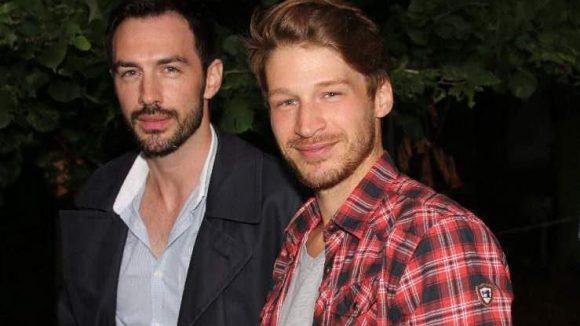 Keine Party ohne (Ex-)GZSZ: Oliver Bender (r., spielte Tim Böcking) und Arne Stephan (Doppelrolle Marc und Viktor Hansen).