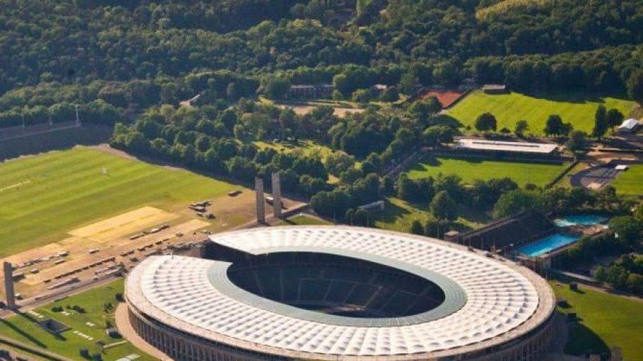 Das Stadion ist saniert, die Menschen kommen in Massen - aber das Umfeld verkommt an vielen Stellen wie etwa am Maifeld oder auch am Reiterstadion.