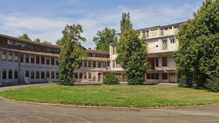"""Das """"Speisehaus der Nationen"""" wurde im Bauhaus-Stil errichtet."""