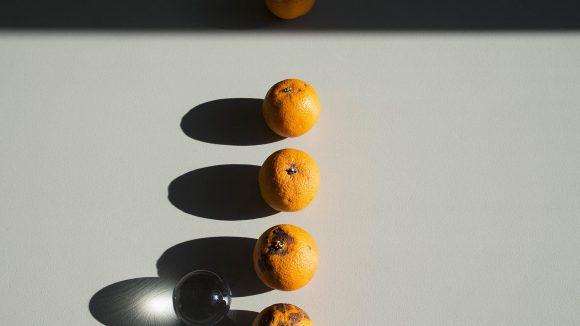Das sind keine einfachen Orangen, sondern Kunst.