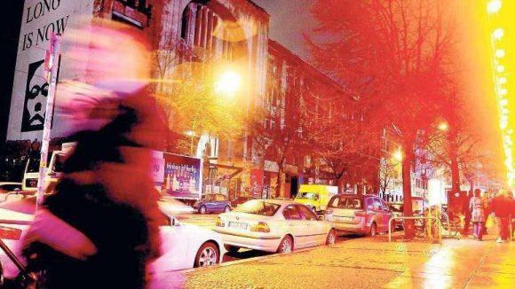 Das Tacheles war für zwei Jahrzehnte der touristische Hauptanziehungspunkt in der Oranienburger Straße. 200 Millionen Euro wurden nun für das Areal geboten.