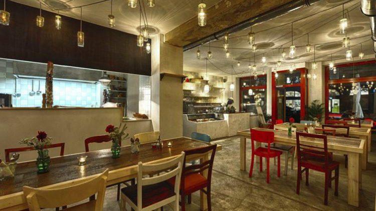 Die gemütliche, farbenfrohe Einrichtung macht Lust auf mediterranes Essen.