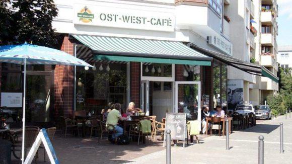 Das Ost-West-Café in der Brunnenstaße 53.