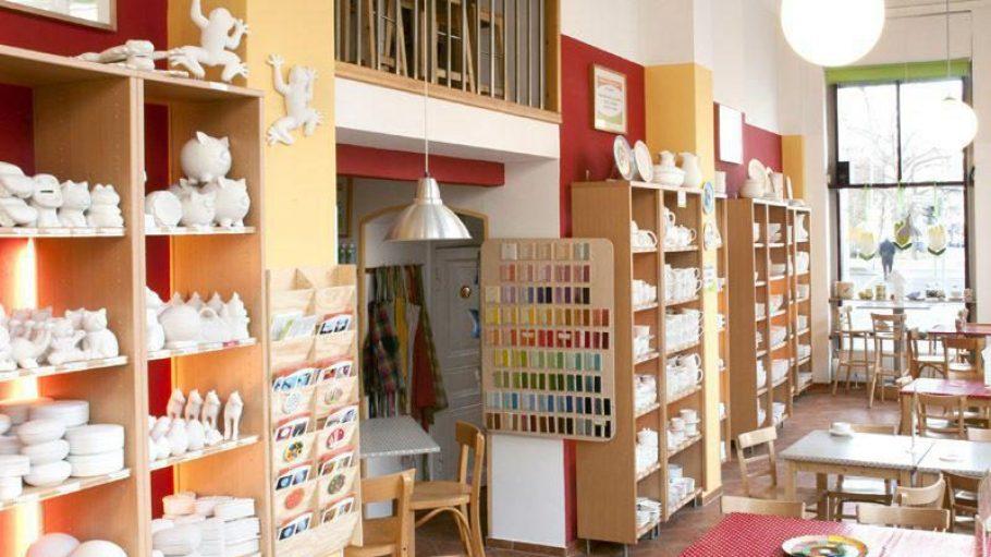 Bei Paint your Style (hier die Kreuzberger Filiale) kannst du deine eigene Keramik bemalen. Nun ist das Konzept auch im Prenzlauer Berg zu Hause.