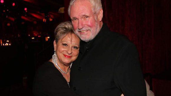 Moderatorin und Sängerin Dagmar Frederic kann noch lächeln - an der Seite von Ehemann Klaus Lenk.
